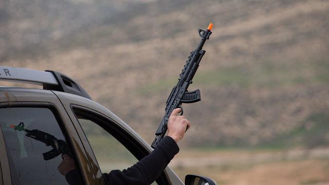 Gun running (Photo: Ohad Zwigenberg)