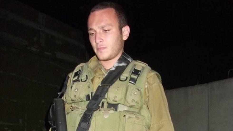 Аарон Хилл во время службы в армии