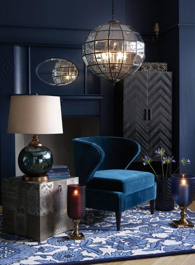 עיטוף החדר בכחול כהה יטשטש את גבולותיו (צילום: MALY'S)
