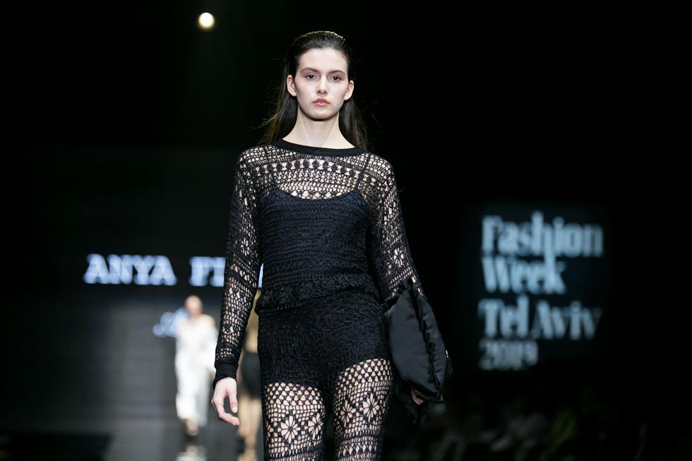 שמלת ערב שחורה של אניה פליט (צילום: אלון פרס)