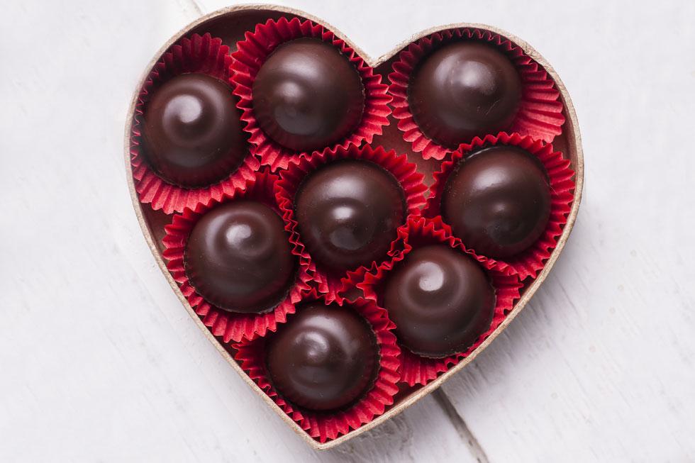 מה תעדיפו פרלינים ביתיים או ממתקים קנויים? (צילום: Shutterstock)