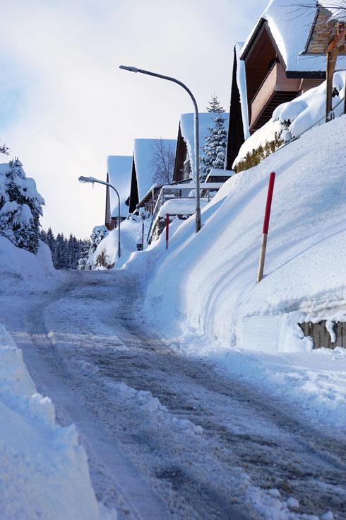 אתגר לנהגים. כביש מושלג בעלייה למקבץ צימרים  (צילום: צביקה בורג)