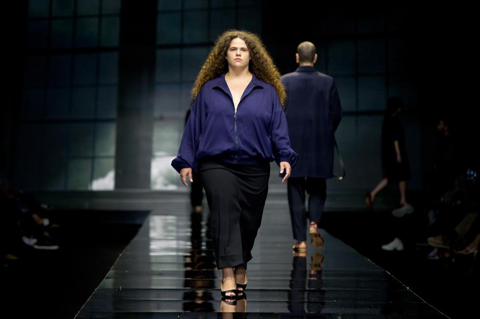 השחקנית מיה לנדסמן על המסלול  (צילום: ענבל מרמרי)