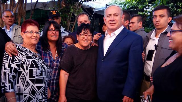 Benjamin Netanyahu and Sheffi Paz in south Tel Aviv  (Photo: South Tel Aviv campaign against African migrants)