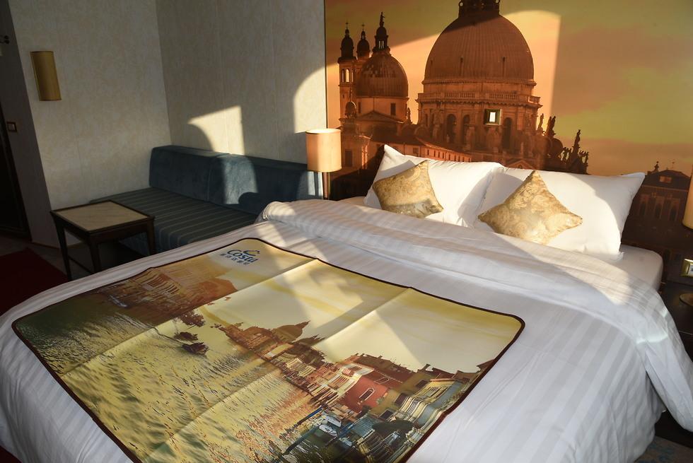 כמעט כמו מלון: חדר השינה (צילום: אביהו שפירא)