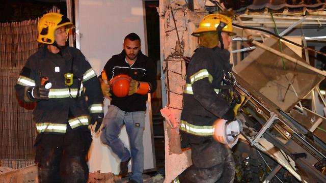 פיצוץ במבנה באשדוד (צילום: אבי רוקח)