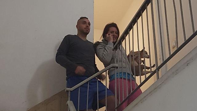 Israelis take cover in a stairwell as air raid sirens sound in the Tel Aviv area (Photo: Eliasaf Dauel)