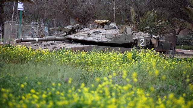 טנק ליד גבול רצועת עזה (צילום: רויטרס)