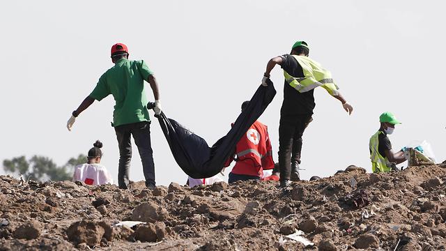 צוותים בפעולות לאיתור שרידים (צילום: gettyimages)
