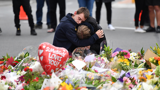 People in New Zealand mourn the killing (Photo: EPA)