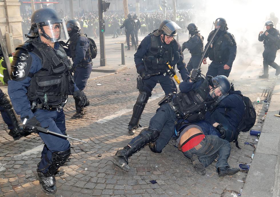 צרפת הפגנה פריז מחאת האפודים הצהובים (צילום: רויטרס)