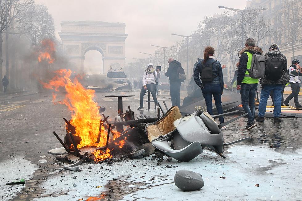 צרפת הפגנה פריז מחאת האפודים הצהובים (צילום: MCT)