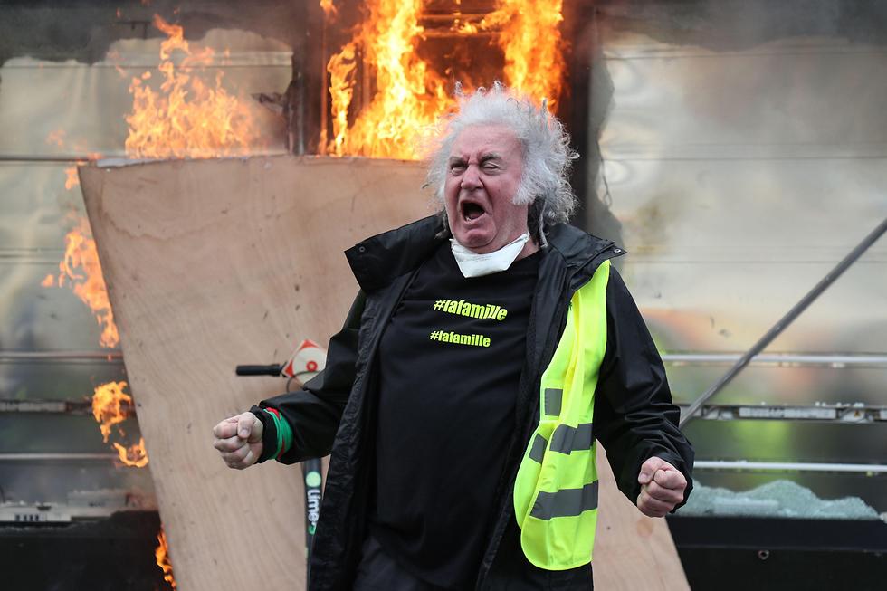 צרפת הפגנה פריז מחאת האפודים הצהובים (צילום: AFP)