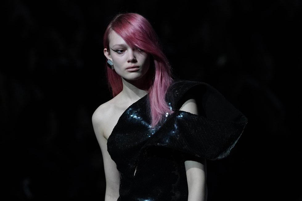 לא צריך להיות דוגמנית בשבוע האופנה בשביל לחגוג עם איפור. התצוגה של סן לורן בפריז (צילום: Vittorio Zunino Celotto/Gettyimages)