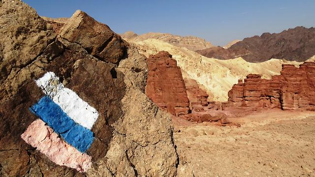 The Israel National Trail markings in the Arava region (Photo: Dov Greenblat)