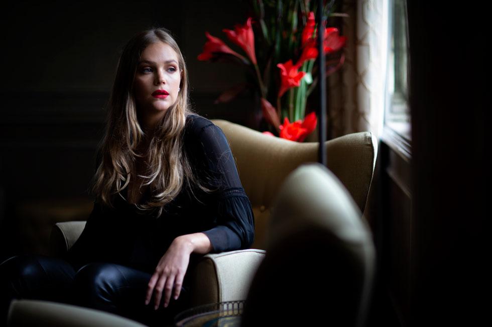 אסתי גינזבורג (29), דוגמנית, פרזנטורית של גולברי, גנים ושושנים ושגרירת לה פרארי בישראל, אמא של רפאל (4) ומיכאל (שנה). צולם במלון נורמן (צילום: תומריקו)