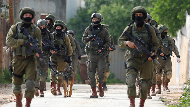 IDF troops hunting for the terrorist near Nablus on Sunday (Photo: Reuters)