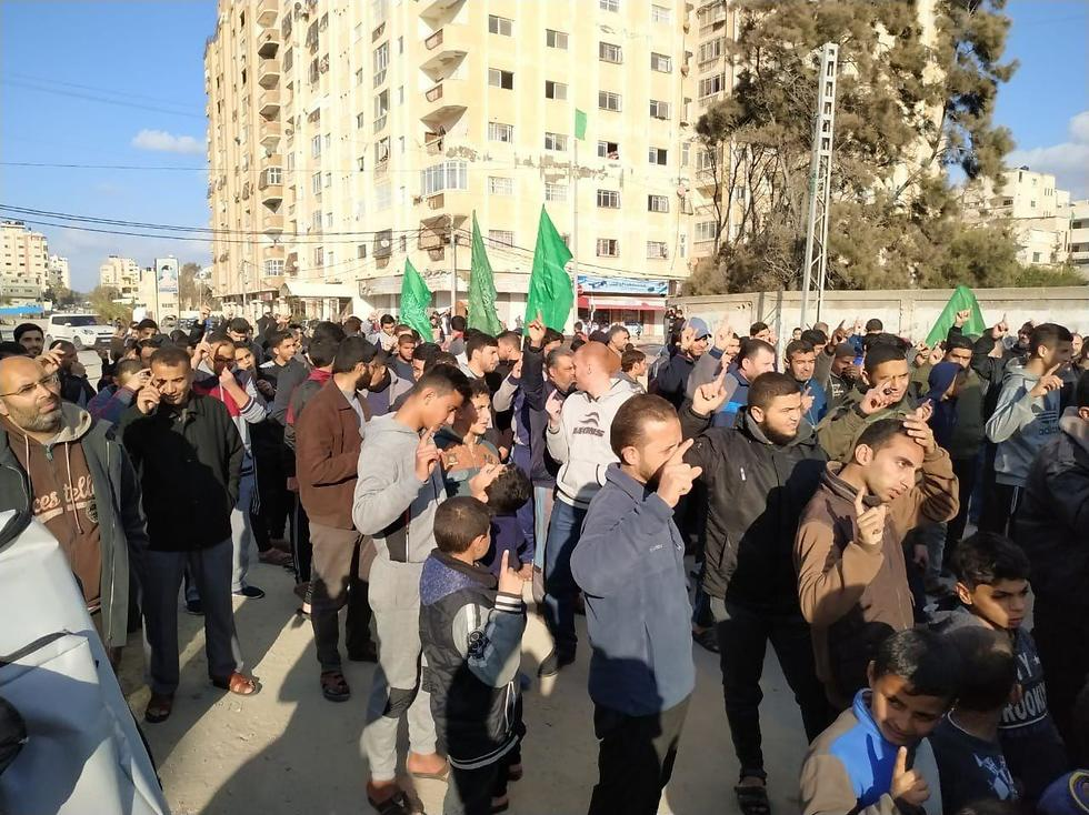 Hamas stages counter-protest
