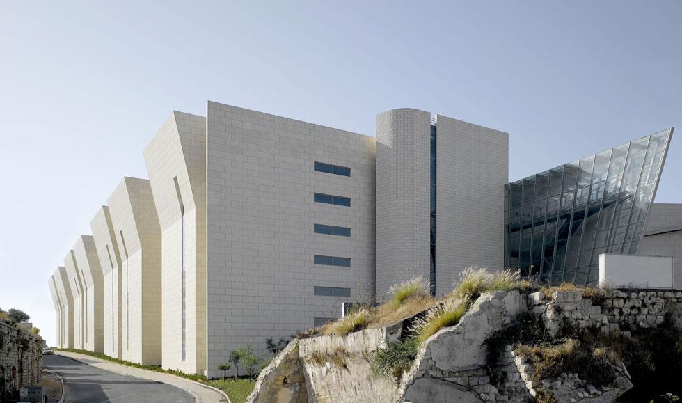 תכנון בית המשפט המחוזי בחיפה זיכה אותם בפרס רכטר בפעם השנייה (בראשון זכו על תכנון תיאטרון גבעתיים). בפרויקט זה ביקשו לייצג סמכותיות ויושרה (צילום: ארדון בר-חמא)