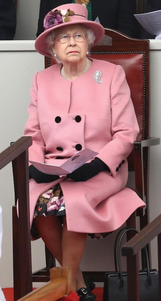 """""""אל תתעסקי איתי"""". המלכה אליזבת (צילום: Gettyimage)"""