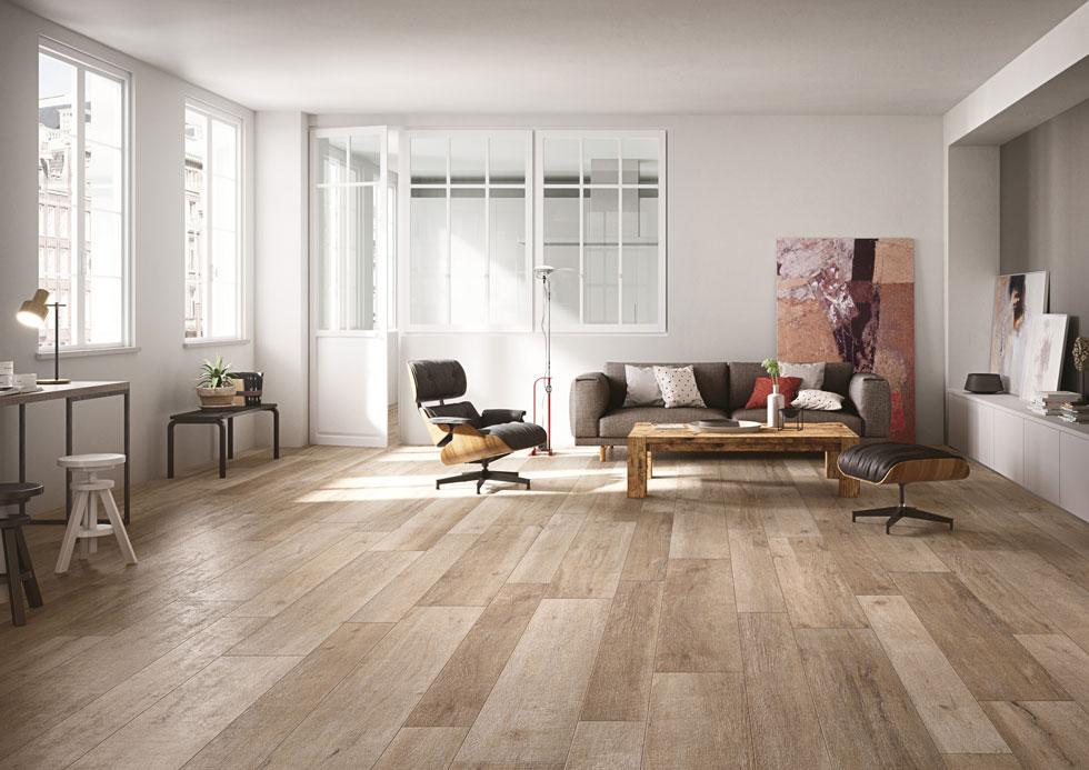 התחליף הנפוץ ביותר: רצפה של גרניט- פורצלן, במראה של פרקט גושני (HeziBank). ללכת עם ולהרגיש בלי