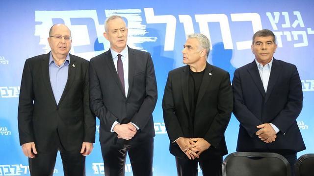 מסיבת עיתונאים מפלגה כחול לבן (צילום: מוטי קמחי)