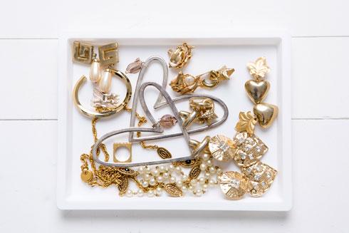 מתוך אוסף התכשיטים של קרוון (צילום: ענבל מרמרי)
