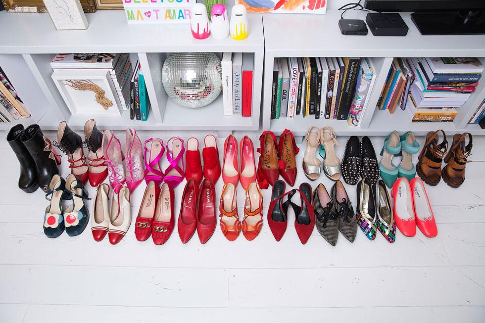 """""""יש לי יותר מ-300 זוגות נעליים"""" (צילום: ענבל מרמרי)"""