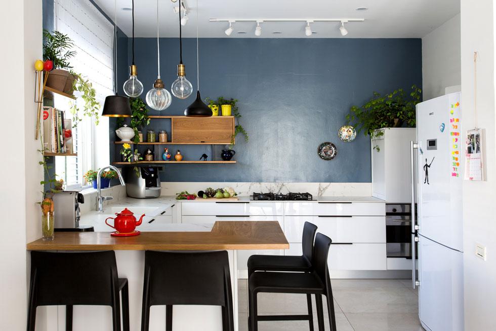 מטבח עם קיר שעושה הבדל. עיצוב: דניאלה גלבוע כהן (צילום: שירן כרמל)