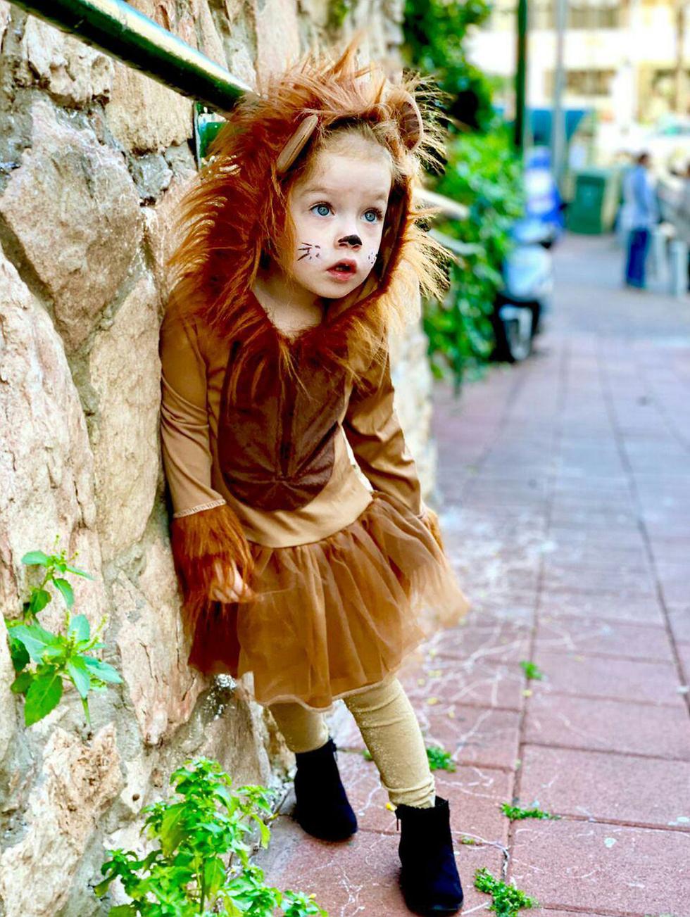 דניאלה צ'פצ'ניק בת שלוש מגבעתיים התחפשה לאריה תחפושות פורים תחפושת ()