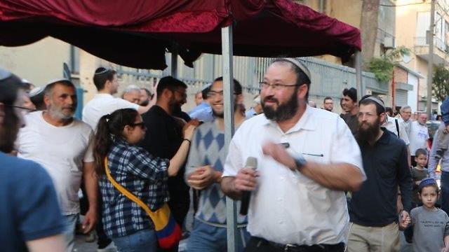 Раввин Этингер на открытии синагоги в Тель-Авиве, 2018 год. Фото: Моти Кимхи