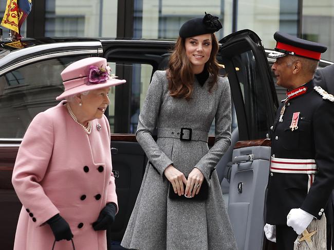 מבלות המון יחד. מידלטון והמלכה אליזבת (AP)