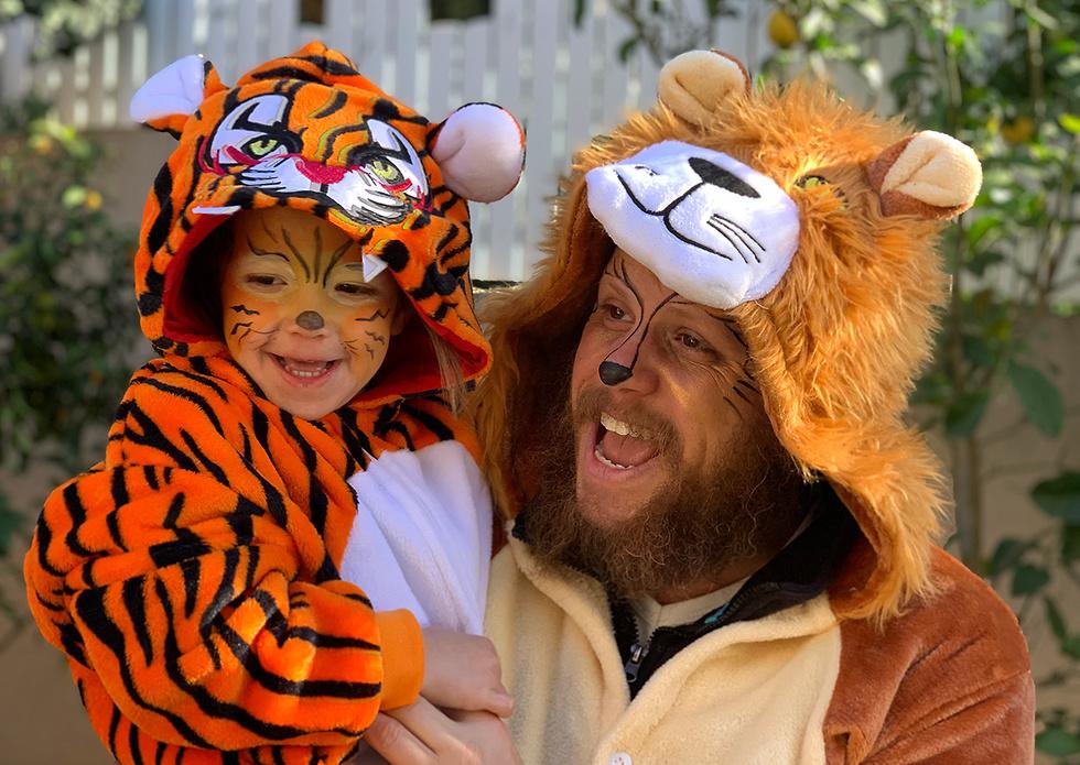 אורן ושילה לוי מבנימינה התחפשו לגור אריה ואבא נמר  (צילום: אורן לוי )