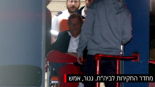 גנור ביציאתו מהחקירה לבית החולים אסף הרופא (צילום: יריב כץ)