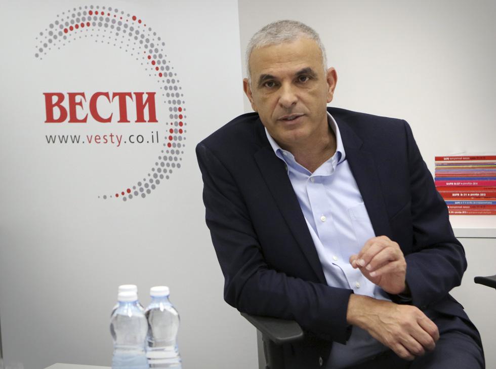 "Министр финансов Моше Кахлон в редакции ""Вестей"". Фото: Ави Муалем"