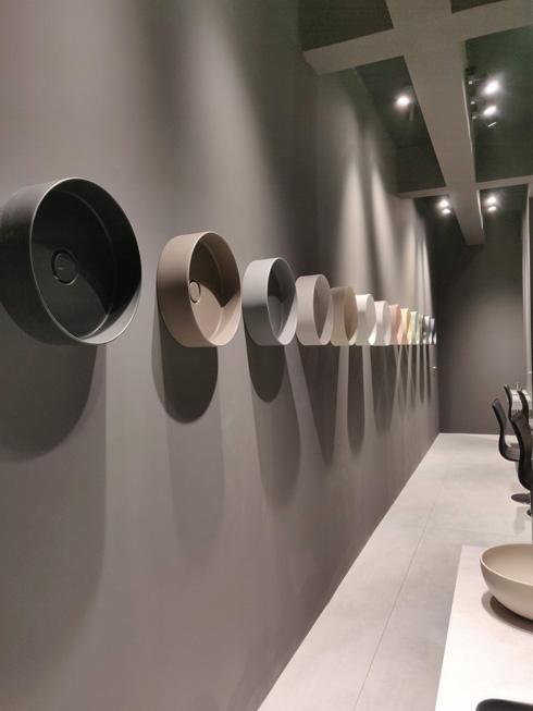 קיר כיורים עגולים (צילום: alice ceramica)