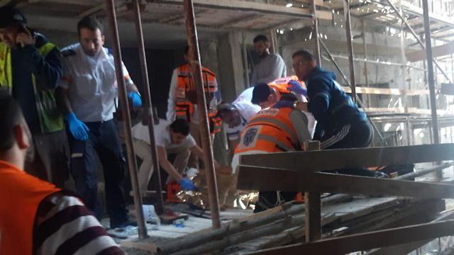תאונת העבודה בחיפה ( צילום: דוברות איחוד הצלה)