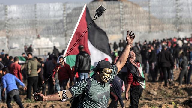 Palestinian protests along Gaza fence (Photo: EPA)
