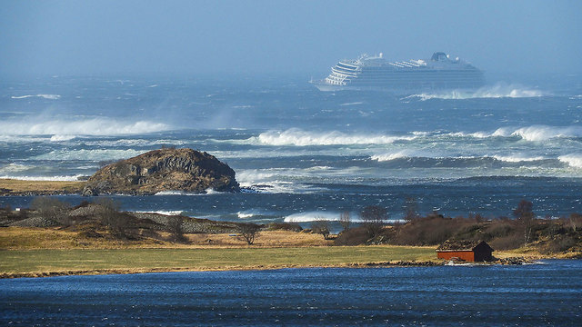 נורבגיה ספינת תענוגות נתקע בים 1,300 איש Viking Sky (צילום: AFP)