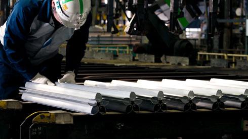 השיחול (אקסטרוזיה), כמו בהרכבת הקרונות ביפן, מדגים את היכולת הטכנולוגית של התעשייה היפנית (צילום: 2020 courtesy of Tokyo© )