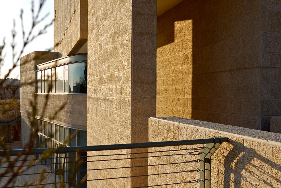 מכון שכטר בירושלים, עבודה נוספת של כרמי-מלמד מהשנים האחרונות. ''לא יבואו אלי לתכנן קניון ובית משרדים'' (צילום: איתי סיקולסקי)