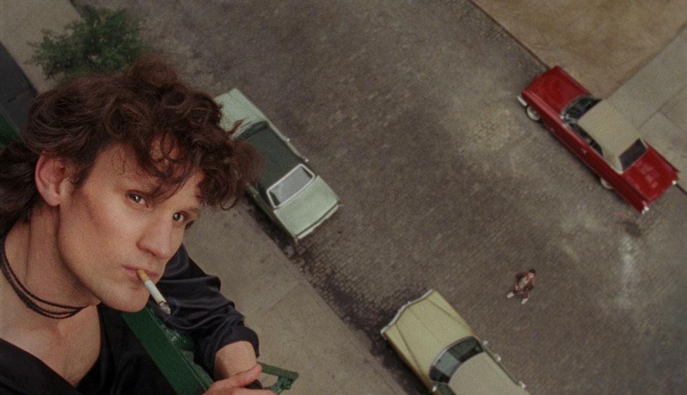 """מאט סמית בתפקיד רוברט מייפלתורפ בסרט העלילתי החדש על הצלם (צילום: מתוך הסרט """"מייפלתורפ"""")"""