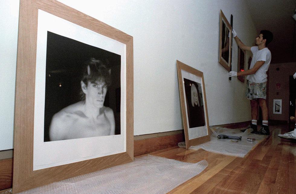 צילומים של מייפלתורפ בתערוכה, 1990 (צילום: AP)