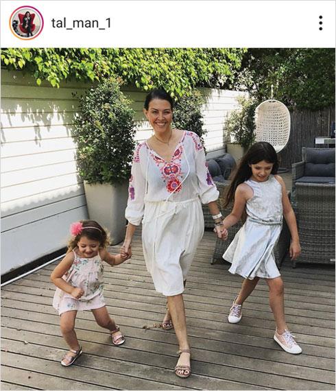 עם בנותיה ליה ויהלי