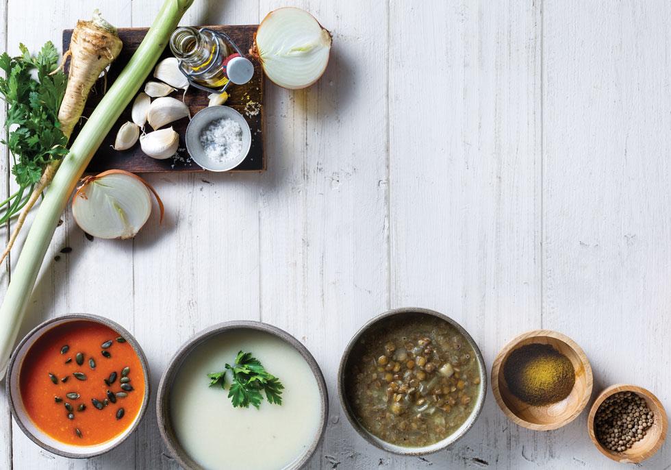 מרק בסיסי אחד, שניתן להפוך למרק עדשים, כרובית או עגבניות צלויות (צילום: בועז לביא, סגנון: נעה קנריק)