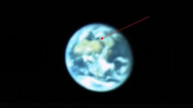 """Земной шар, снятый с расстояния 131.000 км. Фото: SpaceIL, """"Таасия авирит"""""""