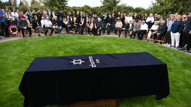 הלוויה רפי איתן נתניה (צילום: יאיר שגיא)