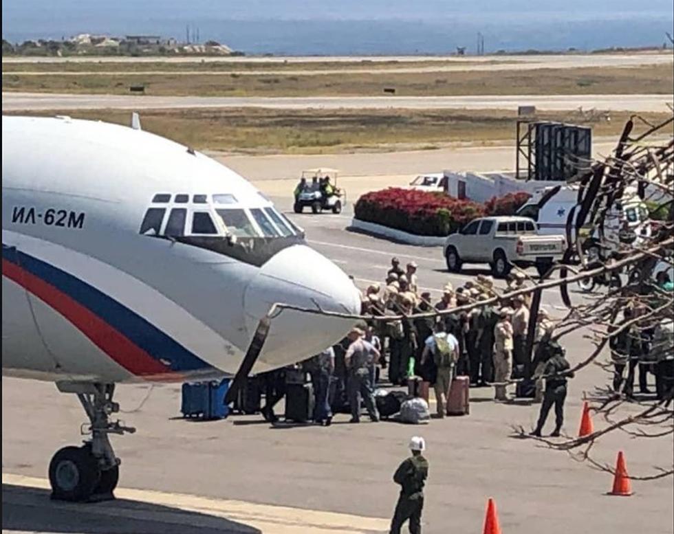מטוסים של צבא רוסיה נוחתים עם חיילים ב קראקס ונצואלה  ()