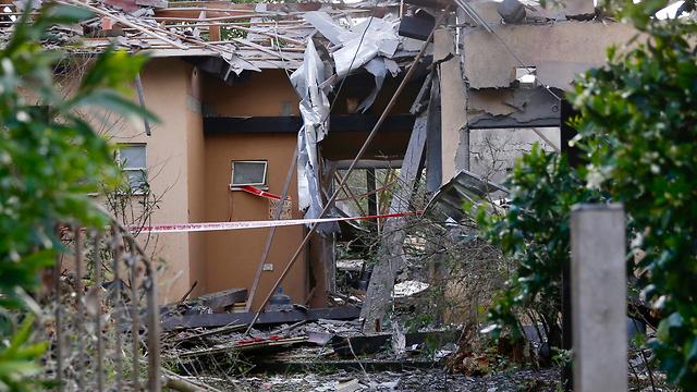 טיל פגיעה בית משמרת (צילום: AP)