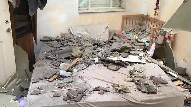 Damage to the house hit by Gaza rocket (Photo: Kobi Tamam)